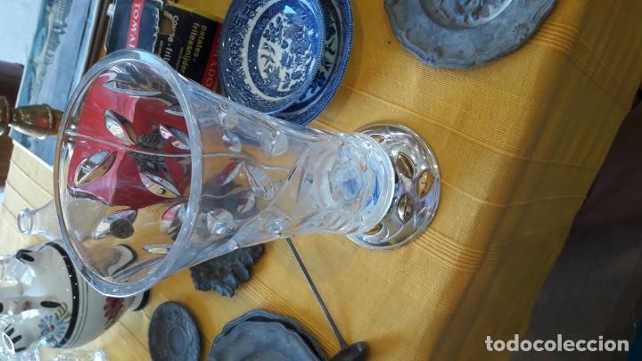 Antigüedades: florero de cristal roca tallado con base de plata - Foto 2 - 150469466