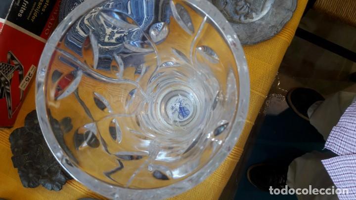 Antigüedades: florero de cristal roca tallado con base de plata - Foto 3 - 150469466