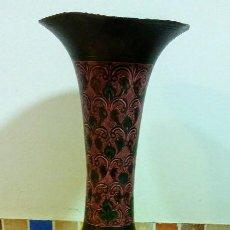 Antigüedades: PRECIOSA ANFORA O JARRON DE COBRE MUY ANTIGUO. Lote 150502562