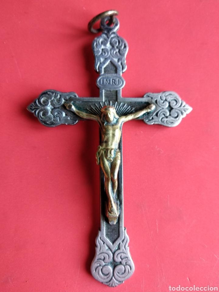 ANTIGUA PRECIOSA CRUZ PECTORAL CON CRISTO EN BRONCE Y MOTIVOS FLORALES (Antigüedades - Religiosas - Crucifijos Antiguos)