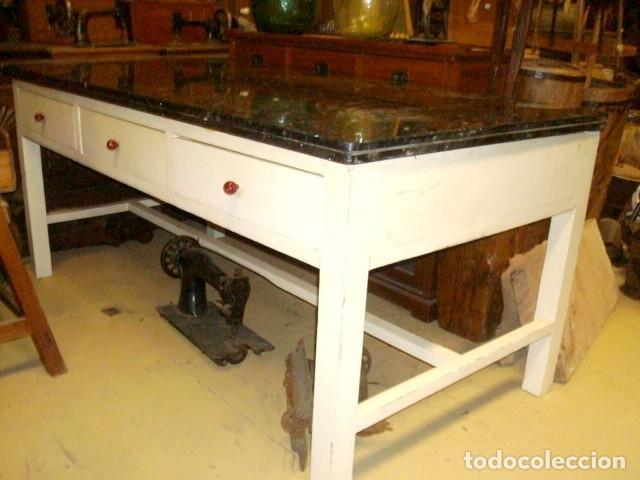Antigüedades: Mesa de cocina antigua con 6 cajones, 3 por cada lado, tapa de granito negro, - Foto 2 - 150528774