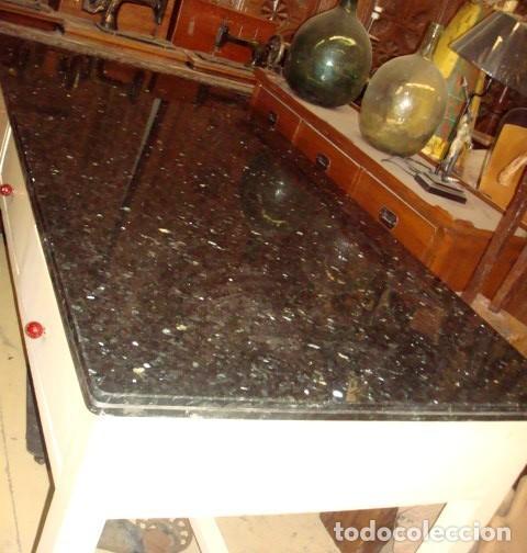 Antigüedades: Mesa de cocina antigua con 6 cajones, 3 por cada lado, tapa de granito negro, - Foto 3 - 150528774