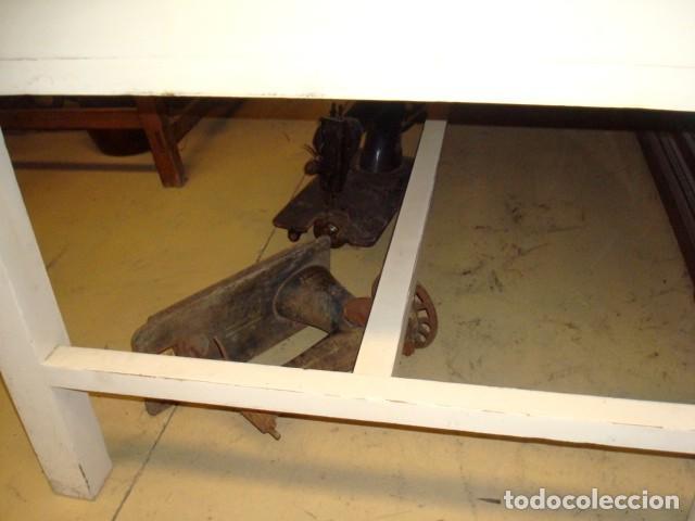 Antigüedades: Mesa de cocina antigua con 6 cajones, 3 por cada lado, tapa de granito negro, - Foto 5 - 150528774