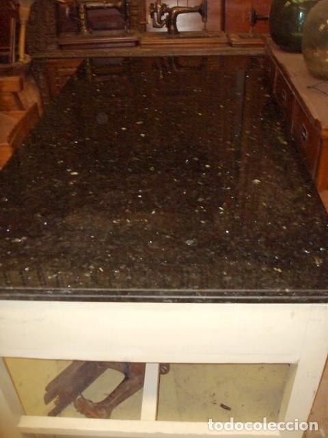 Antigüedades: Mesa de cocina antigua con 6 cajones, 3 por cada lado, tapa de granito negro, - Foto 6 - 150528774
