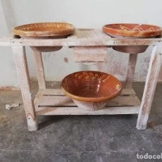 Antigüedades: CANTARERA DE LEBRILLOS 90 CMS. DE ALTO X 50 DE ANCHO Y 1,20 DE LARGO CON 3 LEBRILLOS. Lote 150548174