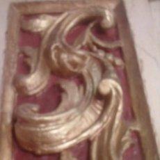 Antigüedades: ~~~~ FRAGMENTO DE ANTIGUO RETABLO S.XVIII, VOLUTAS ROLEOS VEGETALES, MADERA TALLADA POLICROMADA ~~~~. Lote 150559690