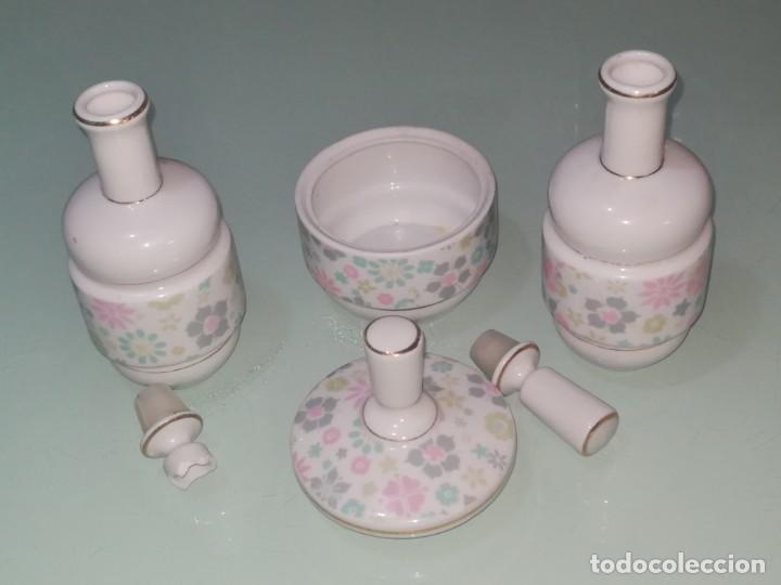 JUEGO DE TOCADOR DE PORCELANA. (Antigüedades - Porcelanas y Cerámicas - Otras)