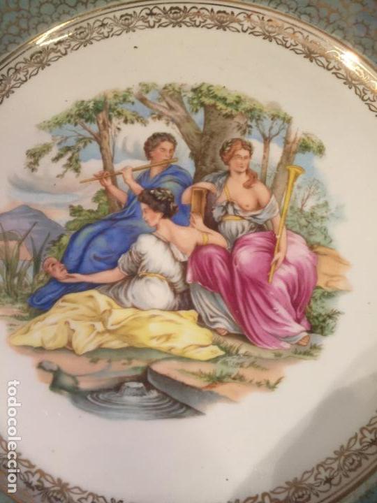 Antigüedades: Antiguo plato / plata decorativo en porcelana coloreada años 50-60 de marca Santa Clara - Foto 2 - 150644754