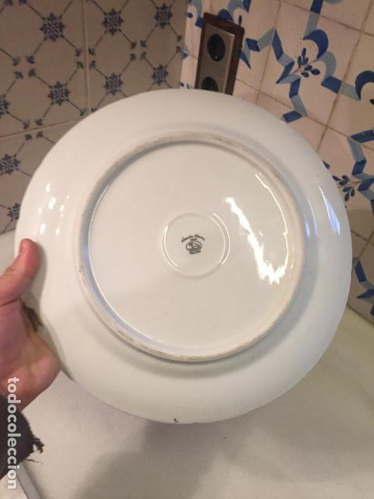 Antigüedades: Antiguo plato / plata decorativo en porcelana coloreada años 50-60 de marca Santa Clara - Foto 10 - 150644754