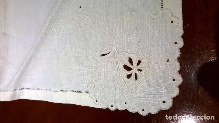 Antigüedades: Mantel de hilo ,con ocho servilletas. Ovalado.Medida 200x220 cm. - Foto 9 - 150668882