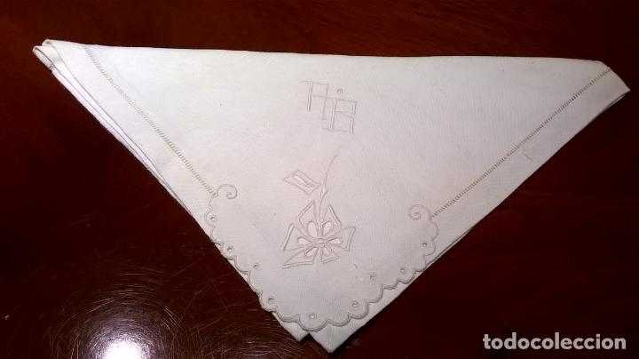 Antigüedades: Mantel de hilo ,con ocho servilletas. Ovalado.Medida 200x220 cm. - Foto 14 - 150668882