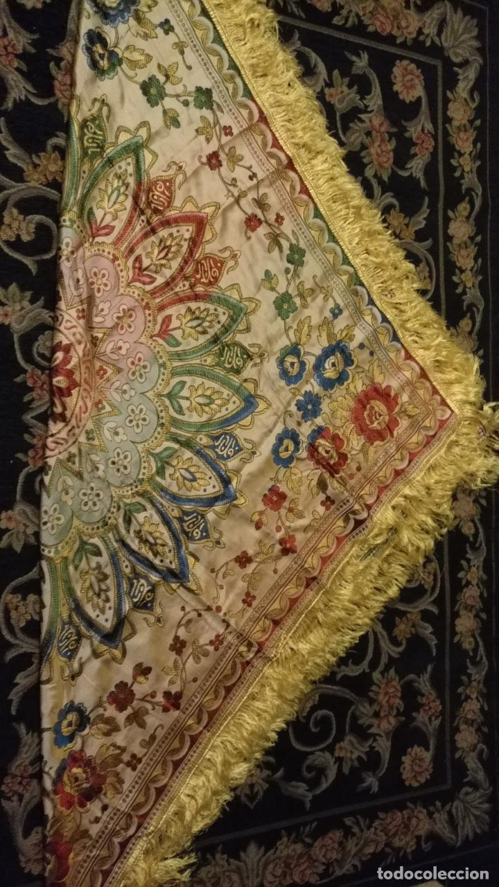 Antigüedades: gran manton mantoncillo tradicional regional brocado seda o sedina muy buen estado 130cm + fleco - Foto 2 - 150675294