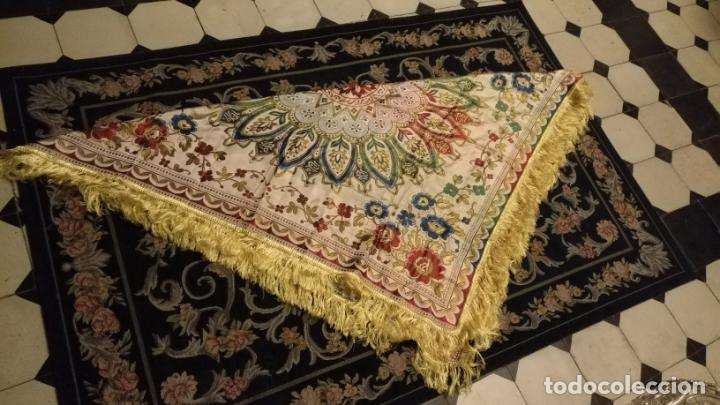 Antigüedades: gran manton mantoncillo tradicional regional brocado seda o sedina muy buen estado 130cm + fleco - Foto 3 - 150675294