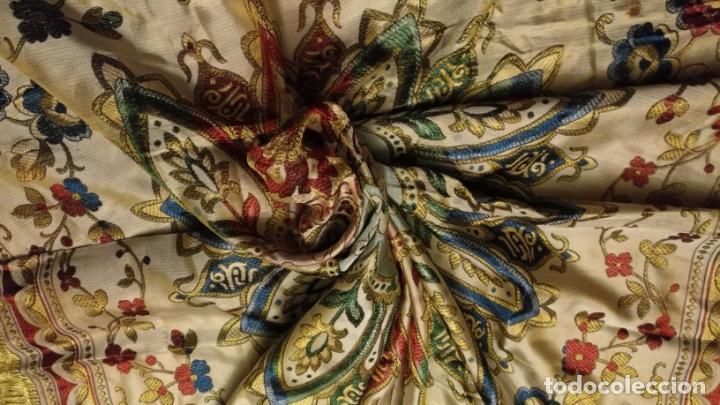 Antigüedades: gran manton mantoncillo tradicional regional brocado seda o sedina muy buen estado 130cm + fleco - Foto 4 - 150675294