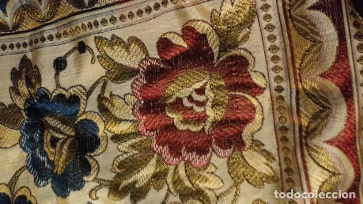 Antigüedades: gran manton mantoncillo tradicional regional brocado seda o sedina muy buen estado 130cm + fleco - Foto 5 - 150675294