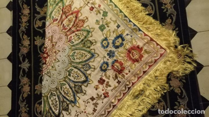Antigüedades: gran manton mantoncillo tradicional regional brocado seda o sedina muy buen estado 130cm + fleco - Foto 8 - 150675294