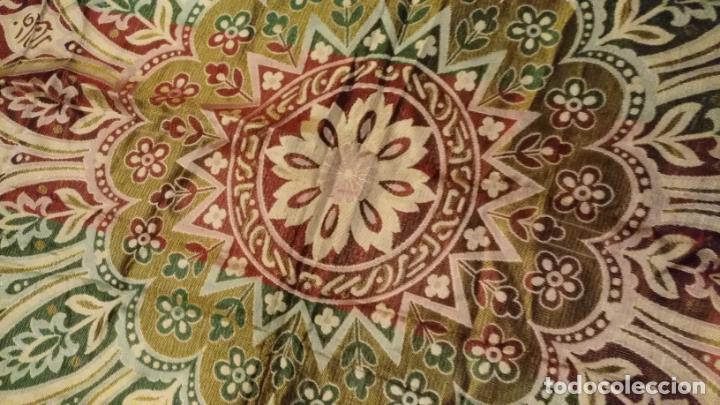Antigüedades: gran manton mantoncillo tradicional regional brocado seda o sedina muy buen estado 130cm + fleco - Foto 16 - 150675294