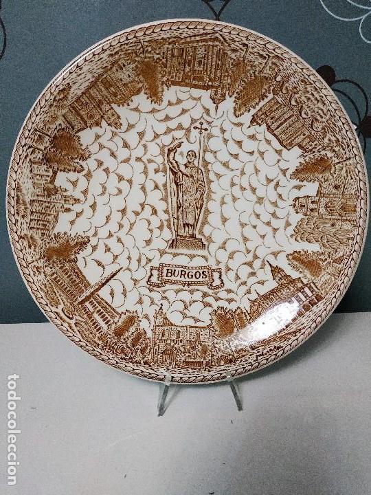 PLATO LLANO DE LA CARTUJA PICKMAN TEMÁTICA BURGOS (Antigüedades - Porcelanas y Cerámicas - La Cartuja Pickman)