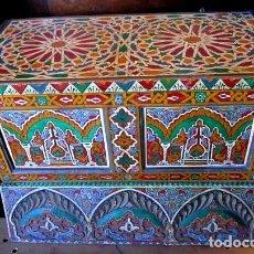 Antigüedades: BAUL POLICROMADO Y TALLADO, MARROQUI . Lote 150728334