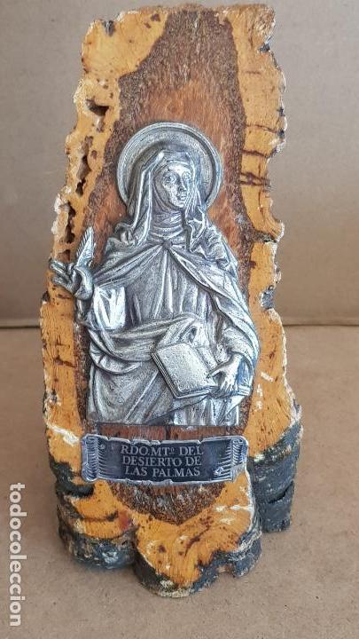RECUERDO MONASTERIO DEL DESIERTO DE LAS PALMAS / CASTELLÓN / SOBRE TRONCO / 16 CM ALTO. (Antigüedades - Religiosas - Varios)