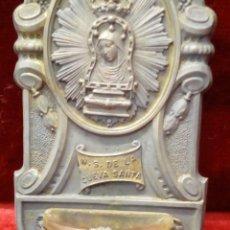 Antigüedades: ANTIGUA BENDITERA PARA COLGAR DE METAL Y CRISTAL N.S. DE LA CUEVA SANTA 12X6CM. Lote 150745998