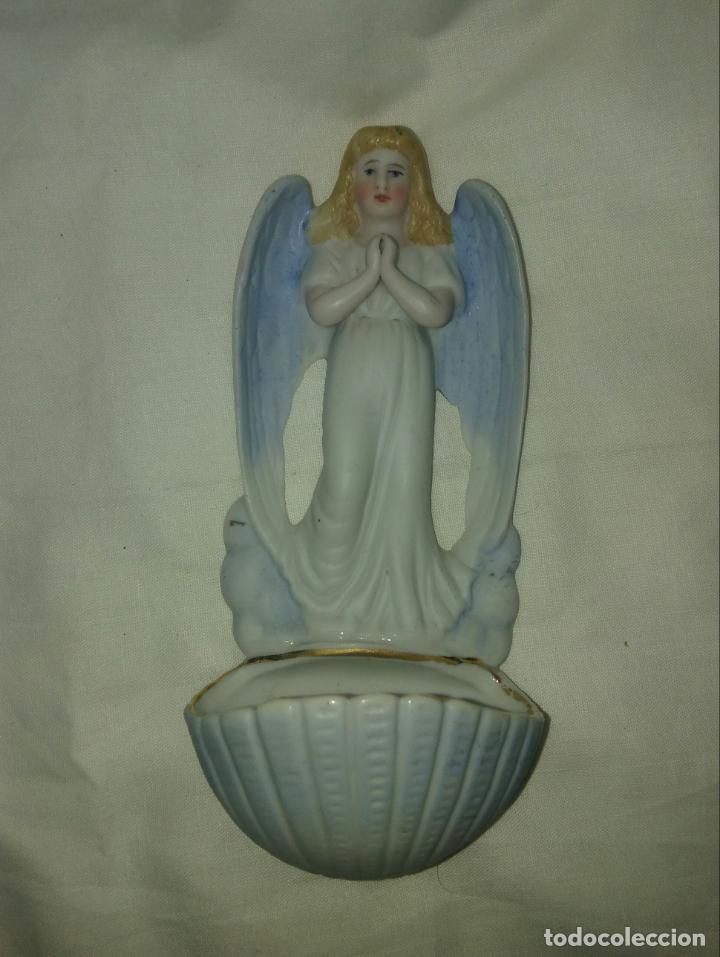 BENDITERA DE PORCELANA BISCUIT (Antigüedades - Religiosas - Benditeras)