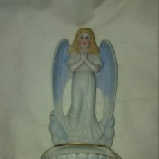 Antigüedades: BENDITERA DE PORCELANA BISCUIT. Lote 150834802