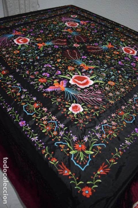 Antigüedades: manton de Manila flores y pájaros seda bordada a mano - Foto 4 - 150844026