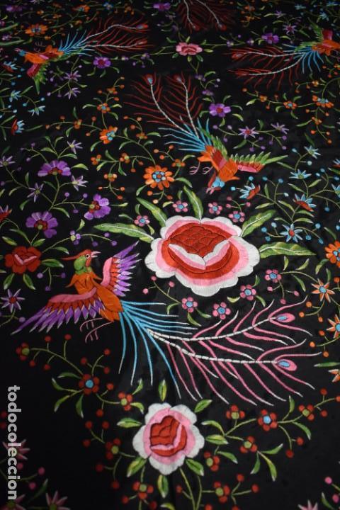 Antigüedades: manton de Manila flores y pájaros seda bordada a mano - Foto 2 - 150844026