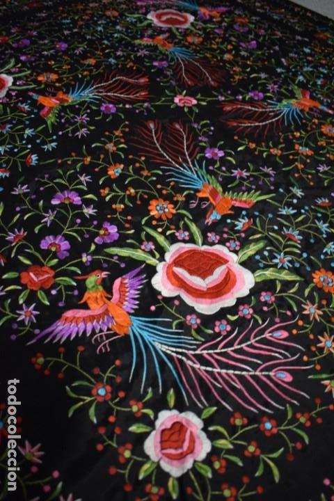 Antigüedades: manton de Manila flores y pájaros seda bordada a mano - Foto 5 - 150844026