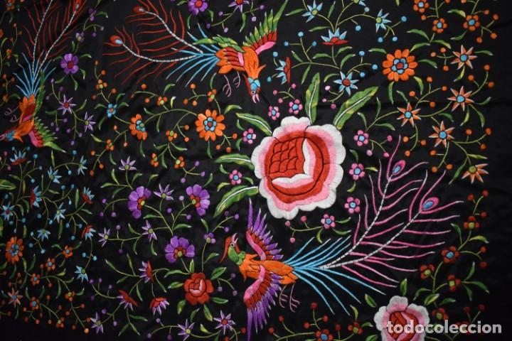 Antigüedades: manton de Manila flores y pájaros seda bordada a mano - Foto 6 - 150844026