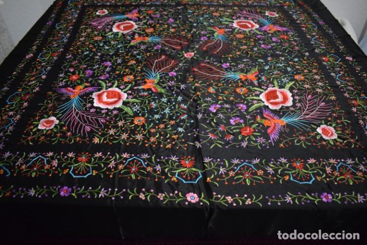 Antigüedades: manton de Manila flores y pájaros seda bordada a mano - Foto 8 - 150844026