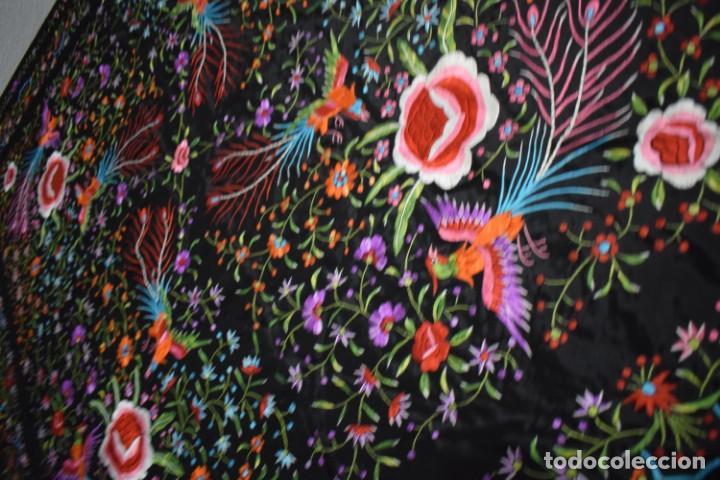 Antigüedades: manton de Manila flores y pájaros seda bordada a mano - Foto 7 - 150844026