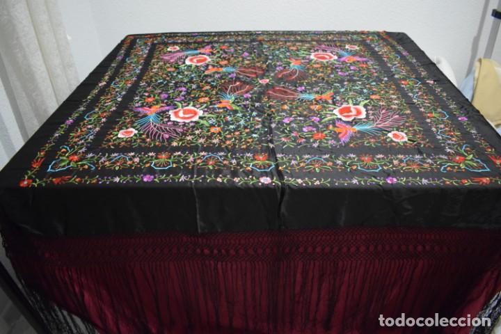 Antigüedades: manton de Manila flores y pájaros seda bordada a mano - Foto 3 - 150844026
