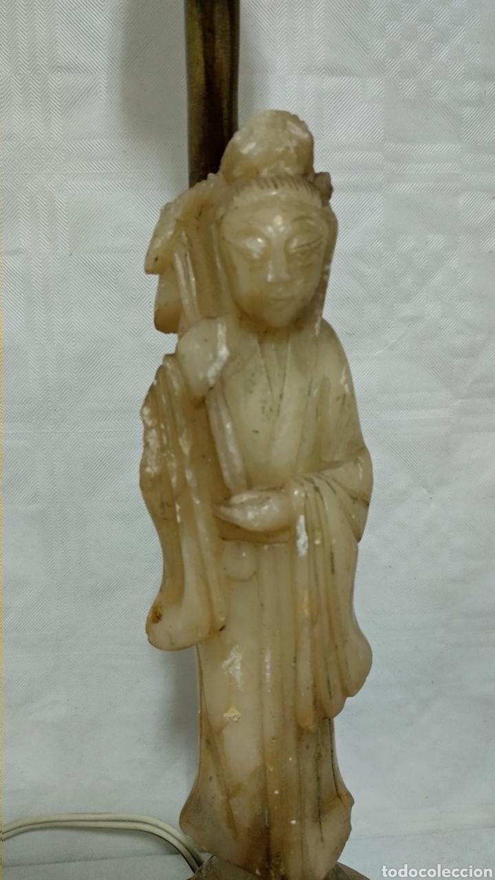 Antigüedades: Antiguas lámparas de bronce con figuras de chino y china de jade y base de madera sXIX - Foto 2 - 150848145