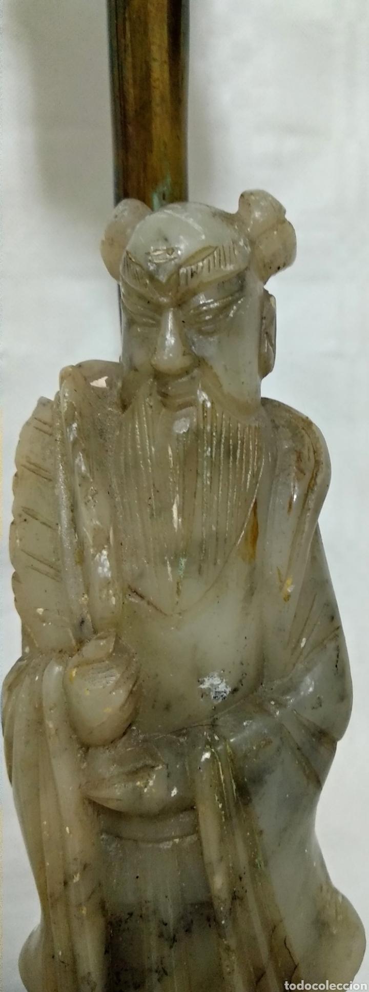 Antigüedades: Antiguas lámparas de bronce con figuras de chino y china de jade y base de madera sXIX - Foto 3 - 150848145