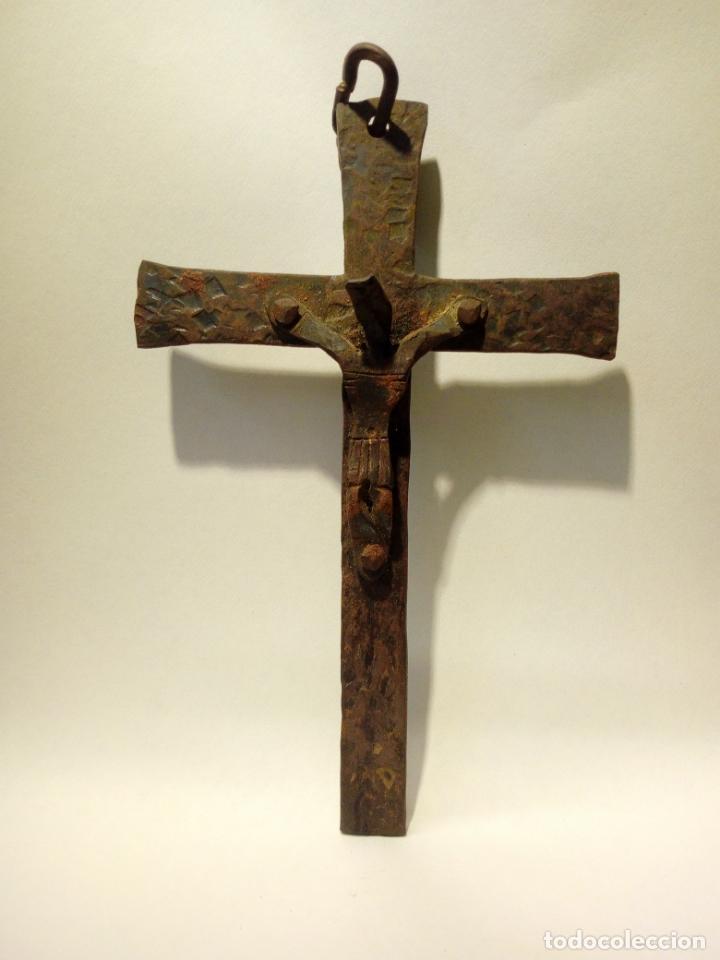 Antigüedades: antiguo crucifijo de hierro forja . cristo para colgar - 16cm - Foto 2 - 150864470