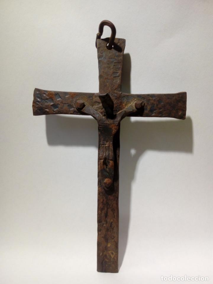 Antigüedades: antiguo crucifijo de hierro forja . cristo para colgar - 16cm - Foto 3 - 150864470