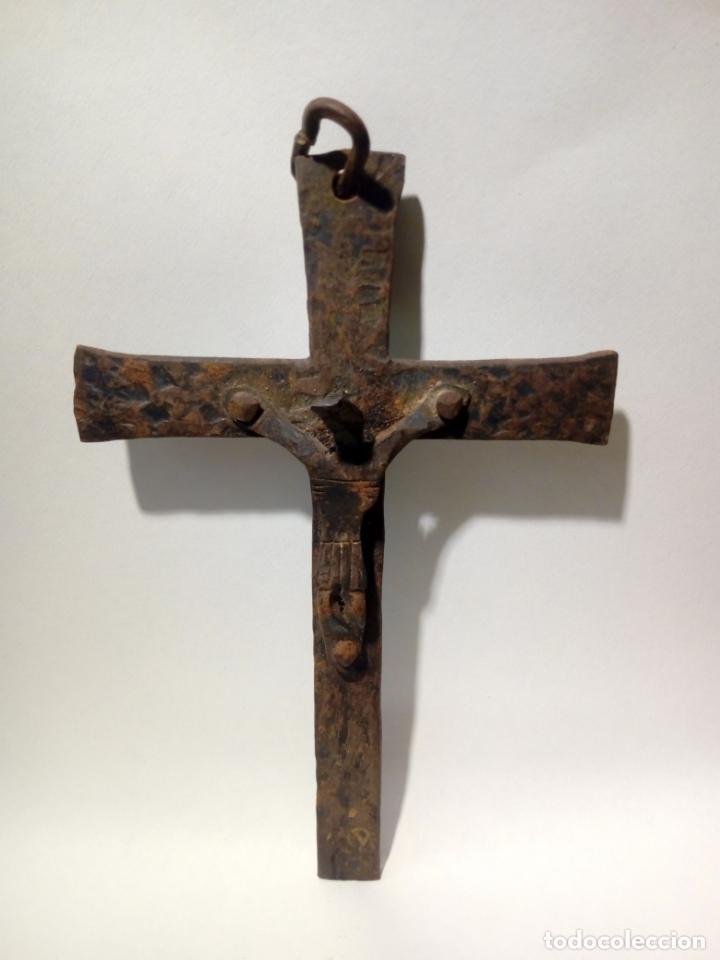 Antigüedades: antiguo crucifijo de hierro forja . cristo para colgar - 16cm - Foto 4 - 150864470