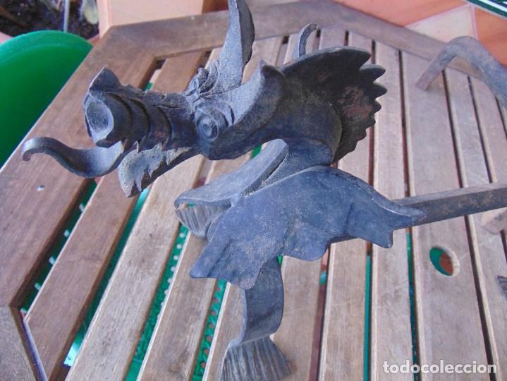 Antigüedades: PAREJA DE MORILLOS EN HIERRO FORJA CON CABEZA DE DRAGONES PARTES SOLDADAS - Foto 8 - 150948254