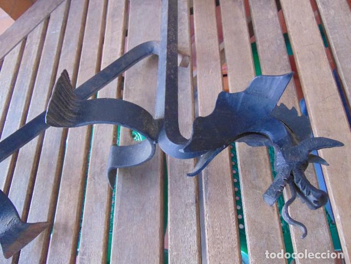 Antigüedades: PAREJA DE MORILLOS EN HIERRO FORJA CON CABEZA DE DRAGONES PARTES SOLDADAS - Foto 10 - 150948254