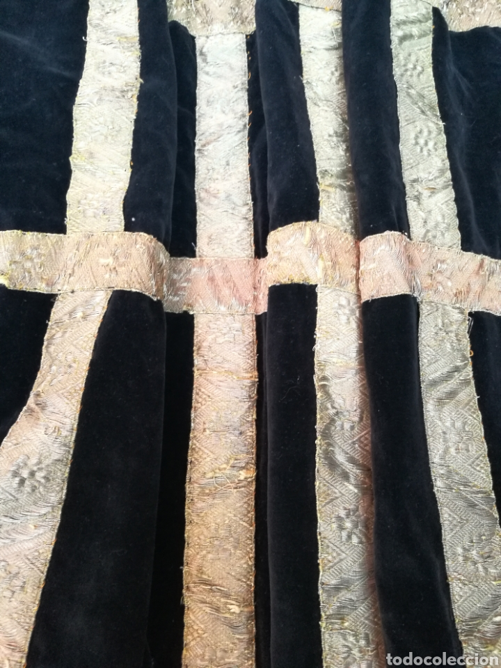 Antigüedades: MANTO ANTIGUO EN TERCIOPELO NEGRO VIRGEN SANTO CAPILLA CON PASAMANERIA - Foto 8 - 150962625