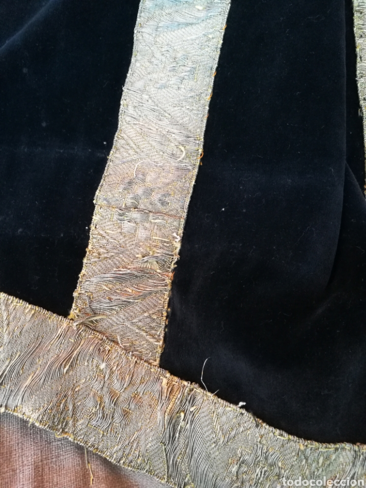 Antigüedades: MANTO ANTIGUO EN TERCIOPELO NEGRO VIRGEN SANTO CAPILLA CON PASAMANERIA - Foto 9 - 150962625