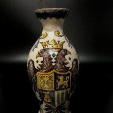 Antigüedades: JARRÓN DE TALAVERA CON ESCUDO IMPERIAL - S. XVIII . Lote 151000226