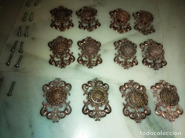 LOTE DE 12 POMOS Y EMBELLECEDORES ANTIGUOS (Antiquitäten - Andere Antiquitäten)