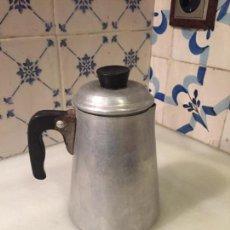 Antigüedades: ANTIGUA CAFETERA / POTE DE ALUMINIO PARA CALENTAR LÍQUIDOS DE LOS AÑOS 50. Lote 151031362