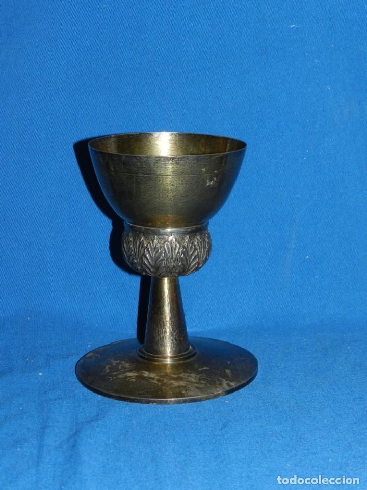 (M) CALIZ DE PLATA 915 , PLATA EN SU COLOR Y PLATA DORADA, BASE CON MARTELE MITAD S.XX (Antigüedades - Religiosas - Orfebrería Antigua)