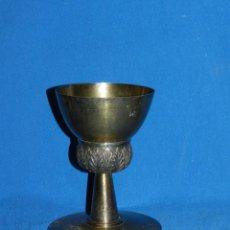 Antigüedades: (M) CALIZ DE PLATA 915 , PLATA EN SU COLOR Y PLATA DORADA, BASE CON MARTELE MITAD S.XX . Lote 151072202
