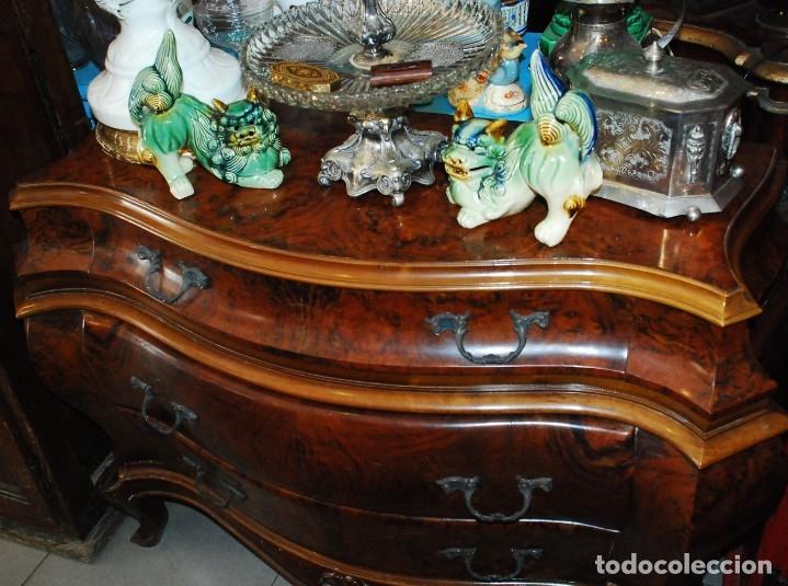 Antigüedades: MUY BONITA CÓMODA DE MADERA DE RAÍZ - Foto 4 - 151086798