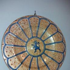 Antigüedades: ANTIGUO PLATO DE CERÁMICA DE REFLEJO METÁLICO. Lote 151090652